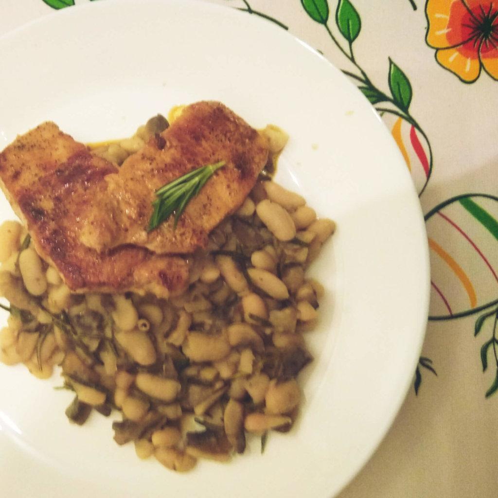 vepřový steak s fazolovo-houbovo-rozamarýnovou přílohou